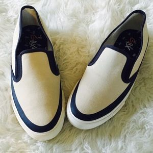 Brand new Canvas slips ons